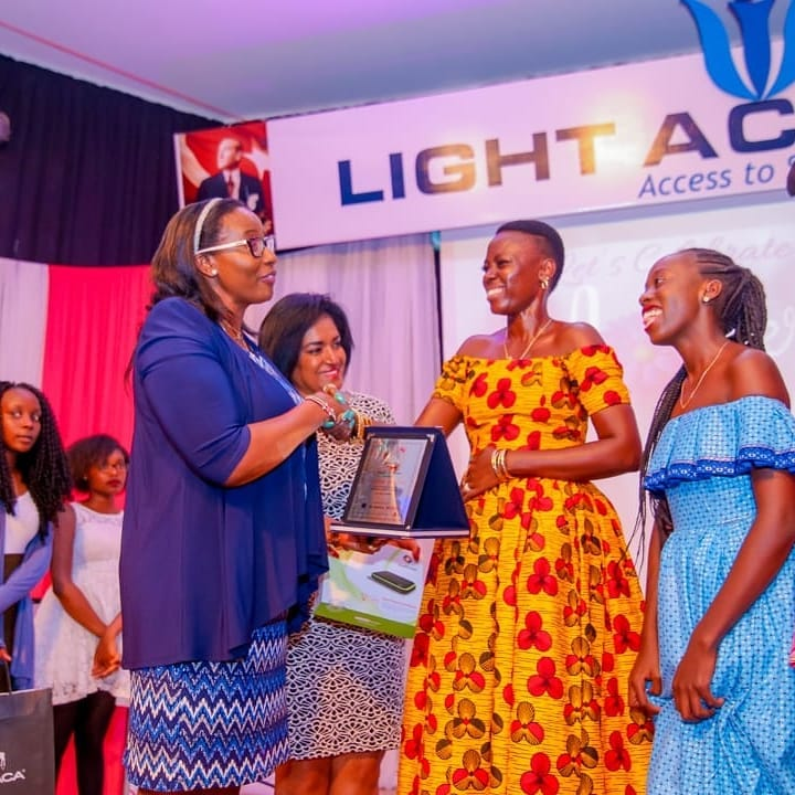2018-07-21-Akothee: Receiving An Award And Recognition For Being President Of Single Mothers